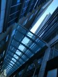 Έξοχη πρόσοψη δομών και αρχιτεκτονικής του σύγχρονου κτηρίου Στοκ εικόνα με δικαίωμα ελεύθερης χρήσης