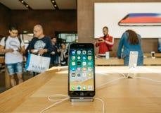 Έξοχο νέο iPhone 8 επίδειξης αμφιβληστροειδών και iPhone 8 συν στη Apple Sto Στοκ Εικόνα