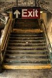 Έξοδος από τον υπόγειο Στοκ Φωτογραφίες