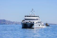 Έξοδος από το λιμένα του Μπακού στο σκάφος ` reshid Behbudov `, η Δημοκρατία του Αζερμπαϊτζάν Κασπιών Θάλασσα, στις 29 Μαρτίου 20 στοκ εικόνες