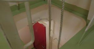 Έξοδος κινδύνου από το μηχανοστάσιο του σκάφους απόθεμα βίντεο