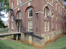 Έξοδος κινδύνου που βλέπει στους λόγους UVA, Charlottesville, Βιρτζίνια Στοκ εικόνες με δικαίωμα ελεύθερης χρήσης