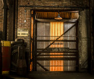 Έξοδος stairwell σε ένα εγκαταλειμμένο εργοστάσιο Στοκ Εικόνες