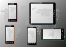 Έξυπνα τηλέφωνα με τους χάρτες Στοκ εικόνα με δικαίωμα ελεύθερης χρήσης