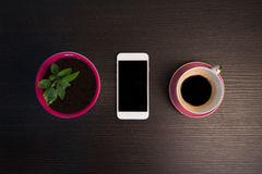 Έξυπνες εγκαταστάσεις τηλεφώνων, καφέ και μανταρινιών στοκ φωτογραφία