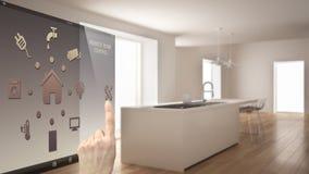 Έξυπνη έννοια εγχώριου ελέγχου, χέρι που ελέγχει την ψηφιακή διεπαφή από κινητό app Θολωμένο υπόβαθρο που παρουσιάζει σύγχρονη κο Στοκ Εικόνες