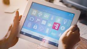 Έξυπνη εγχώρια συσκευή - εγχώριος έλεγχος Στοκ Εικόνες