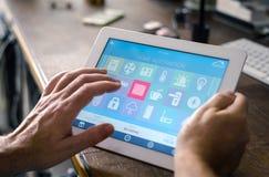 Έξυπνη εγχώρια συσκευή - εγχώριος έλεγχος Στοκ εικόνες με δικαίωμα ελεύθερης χρήσης