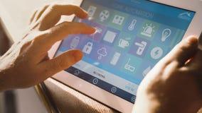 Έξυπνη εγχώρια συσκευή - εγχώριος έλεγχος Στοκ φωτογραφία με δικαίωμα ελεύθερης χρήσης
