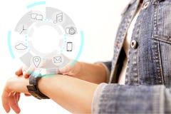 Έξυπνη επίδειξη συσκευών ρολογιών με app τα εικονίδια Έξυπνο ρολόι technolog Στοκ φωτογραφίες με δικαίωμα ελεύθερης χρήσης