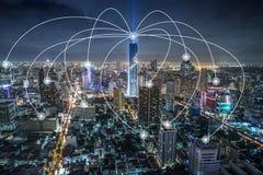 Έξυπνη πόλη Διαδίκτυο και ασύρματο δίκτυο επικοινωνίας, τεχνολογία εννοιολογική Στοκ Φωτογραφία