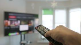 Έξυπνη συμπίεση χεριών ατόμωνTV και Â απόθεμα βίντεο
