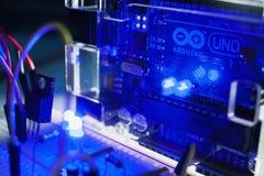 Έξυπνη σύγχρονη έννοια ΟΗΕ arduino μικροελεγκτών Στοκ εικόνα με δικαίωμα ελεύθερης χρήσης