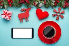 Έξυπνη τηλεφωνική χλεύη επάνω με τις αγροτικές διακοσμήσεις Χριστουγέννων για app την παρουσίαση επάνω από την όψη Στοκ Εικόνες