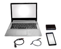 Έξυπνη χορδή καλωδίων αναγνωστών τηλεφωνικών καρτών φορητών προσωπικών υπολογιστών και στοιχείων που απομονώνεται στο λευκό Στοκ φωτογραφία με δικαίωμα ελεύθερης χρήσης
