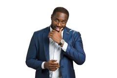 Έξυπνος μαύρος επιχειρηματίας στο άσπρο υπόβαθρο Στοκ Εικόνες