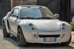 Έξυπνο ανοικτό αυτοκίνητο Sportcar coupe υπαίθριο στην Πίζα, Ιταλία Στοκ εικόνα με δικαίωμα ελεύθερης χρήσης