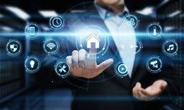 Έξυπνο σύστημα ελέγχου εγχώριας αυτοματοποίησης Έννοια δικτύων Ίντερνετ τεχνολογίας καινοτομίας