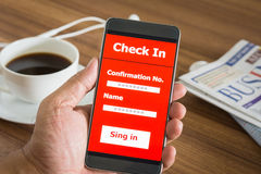 Έξυπνο τηλέφωνο με την είσοδο λειτουργίας apps Στοκ φωτογραφία με δικαίωμα ελεύθερης χρήσης