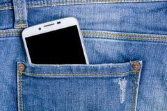Έξυπνο τηλέφωνο στα πίσω τζιν τσεπών πίσω τσέπη τζιν ανασκόπησης Στοκ Φωτογραφίες