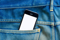 Έξυπνο τηλέφωνο στην τσέπη τζιν Στοκ Εικόνες