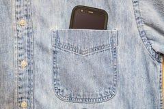 Έξυπνο υπόβαθρο κουμπιών τσεπών τηλεφωνικών πουκάμισων Στοκ Φωτογραφία