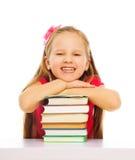 Έξυπνο χαριτωμένο χαμογελώντας κορίτσι Στοκ Φωτογραφίες