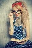 Έξυπνο όμορφο κορίτσι στοκ εικόνα