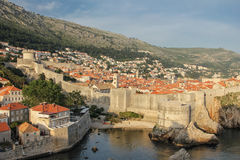 Έπαλξεις και ακρόπολη dubrovnik Κροατία Στοκ εικόνα με δικαίωμα ελεύθερης χρήσης