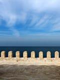 Έπαλξεις πέρα από τη Μεσόγειο στοκ φωτογραφίες