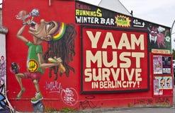 Έργο τέχνης από το τείχος του Βερολίνου, Βερολίνο, Γερμανία Στοκ εικόνα με δικαίωμα ελεύθερης χρήσης