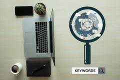 Έρευνα ερευνητικής ΕΠΙΚΟΙΝΩΝΙΑΣ λέξεων κλειδιών, βελτιστοποίηση -σελίδων, Στοκ Εικόνα