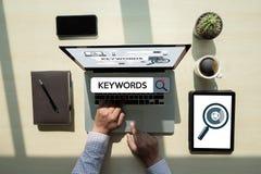 Έρευνα ερευνητικής ΕΠΙΚΟΙΝΩΝΙΑΣ λέξεων κλειδιών, βελτιστοποίηση -σελίδων, Στοκ φωτογραφία με δικαίωμα ελεύθερης χρήσης