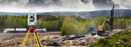 Έρευνα και ανατινάζοντας βιομηχανία βράχου Στοκ φωτογραφία με δικαίωμα ελεύθερης χρήσης