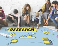 Έρευνα που ψάχνει την έννοια ερευνητών μελέτης αναζήτησης Στοκ εικόνα με δικαίωμα ελεύθερης χρήσης