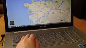 Έρευνα στο χάρτη Google απόθεμα βίντεο