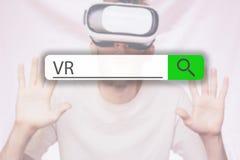 Έρευνα της ετικέττας πάνω από την εικόνα έννοιας με τη λέξη VR γ στοκ εικόνα με δικαίωμα ελεύθερης χρήσης