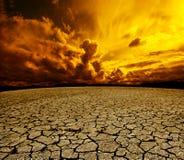 Έρημος και νεφελώδης ουρανός Στοκ Εικόνα