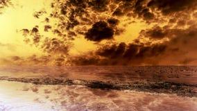 έρημος και σκοτεινή καυτή ξηρασία σύννεφων αμμοθύελλας στοκ εικόνες