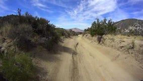 Έρημος Καλιφόρνια Borrego - δρόμος 1 βουνών γραναζιών φιλμ μικρού μήκους