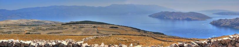 Έρημος πετρών οροπέδιων φεγγαριών στην Κροατία στοκ εικόνες