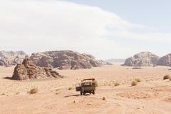 Έρημος ρουμιού της Ιορδανίας Wadi φορτηγών Στοκ φωτογραφίες με δικαίωμα ελεύθερης χρήσης