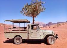 Έρημος ρουμιού Wadi που ταξιδεύει στην Ιορδανία στοκ εικόνες
