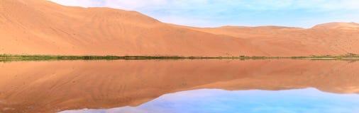 Έρημος Jaran Badain με τους αμμόλοφους άμμου στοκ εικόνες