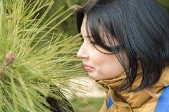 δέρμα σακακιών κοριτσιών brunett Στοκ φωτογραφία με δικαίωμα ελεύθερης χρήσης