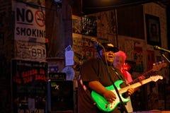 15-έτη παλαιό bluesman σκουμπρί Ingram Christone στη σκηνή Στοκ Εικόνες