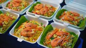 Έτοιμα παραδοσιακά ασιατικά θαλασσινά Η ταϊλανδική αγορά οδών απόθεμα βίντεο