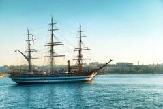 έτοιμη ναυσιπλοΐα απεικόνισης logotype για να χρησιμοποιήσει το διανυσματικό σκάφος Στοκ Φωτογραφία