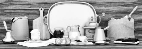 έτοιμη χρήση καφέ ανασκόπησης πανοραμικός Άσπρα φλιτζάνια του καφέ, σοκολάτα, Στοκ φωτογραφία με δικαίωμα ελεύθερης χρήσης