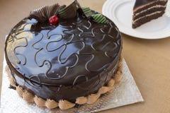 Έτοιμος να φάει το κέικ σοκολάτας στοκ εικόνες με δικαίωμα ελεύθερης χρήσης